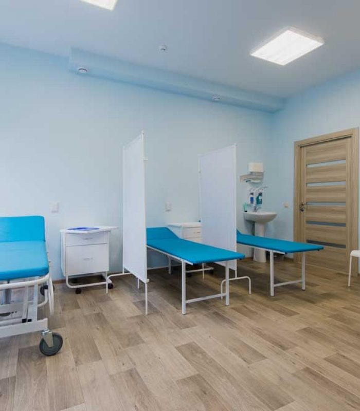 hospital-room-with-beds-and-comfortable-medical-eq-PV7KHXZ.jpg